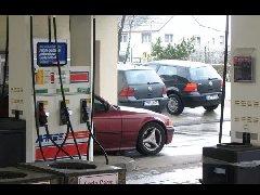 财经直播|油价已进入8元时代,中国油价为何这么贵?